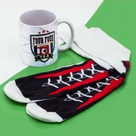 Darčekový set hrnček s ponožkami - futbalový
