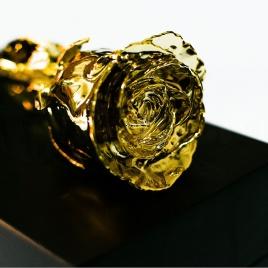 Pozlátená ruža - čierna krabička