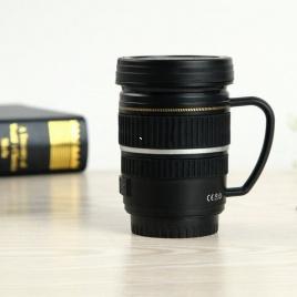 Hrnček objektív pohár s uškom - čierny