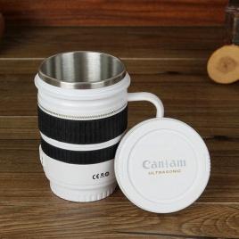 Hrnček objektív pohár s uškom - biely